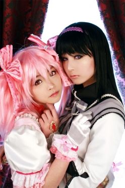 Madoka and Homura Cosplay by Tomia and Ren 1